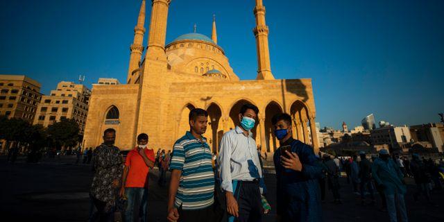 Män med munskydd i Libanon. Hassan Ammar / TT NYHETSBYRÅN