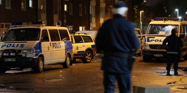 Poliser belonades for nya klader