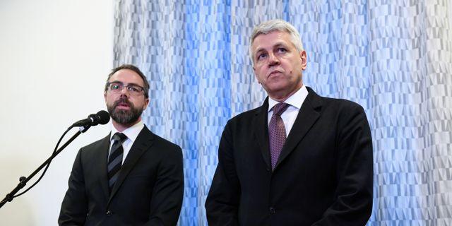Åklagaren Hans Ihrman och Hans Jörgen Hanström under en pressträff i går.  Fredrik Sandberg/TT / TT NYHETSBYRÅN