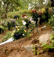 Arkiv. Blommor vid årsdagen 28 maj 2000.  Jeppe Gustafsson/TT / TT NYHETSBYRÅN