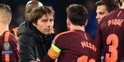 Conte tackar Lionel Messi för matchen. GLYN KIRK / AFP