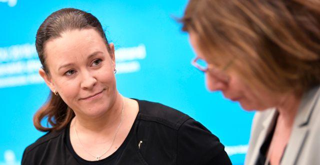 Maria Wetterstrand tillsammans med Isabella Lövin.  Pontus Lundahl/TT / TT NYHETSBYRÅN