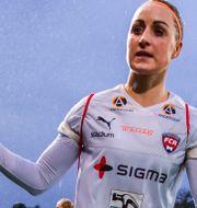 Rosengårds Sanne Troelsgaard och Jelena Cankovic deppar efter gårdagens 3–3-resultat. PETTER ARVIDSON / BILDBYRÅN