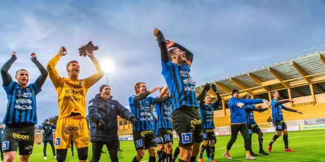 Siriusspelare jublar efter segern mot Helsingborg TOBIAS STERNER / BILDBYRÅN