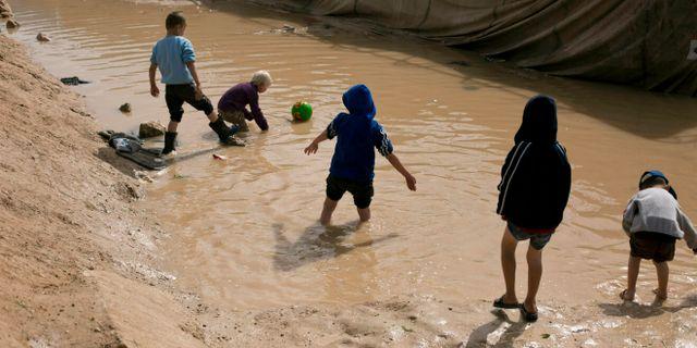 Barn i al-Hol-lägret. Arkivbild. Maya Alleruzzo / TT NYHETSBYRÅN