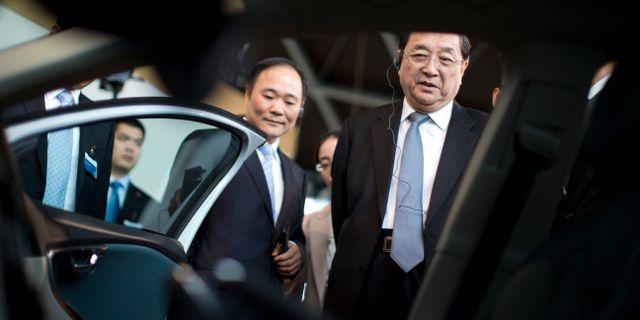 Arkivbild: Yu Zhengsheng, ordförande i Kinesiska folkets konsultativa konferens, besöker Volvo Cars tillsammans med Geelys vd Li Shufu.  Björn Larsson Rosvall / TT / TT NYHETSBYRÅN