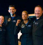Hayley Arceneaux, Jared Isaacman, Sian Proctor and Chris Sembroski poserar efter den lyckade resan. John Kraus / TT NYHETSBYRÅN