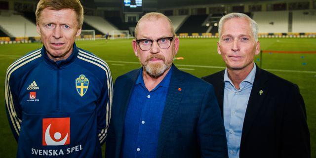 Förbundets vice ordförande Jörgen Eriksson, fackförbundet Byggnads ordförande Johan Lindholm och Håkan Sjöstrand i Qatar idag. NIKLAS LARSSON / BILDBYR N