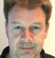 Polisens bild på Mikael Petersson och arkivbild, skärgård.