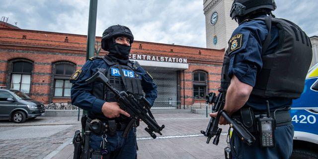 Polis med förstärkningsvapen utanför Malmö C i juni Johan Nilsson/TT / TT NYHETSBYRÅN