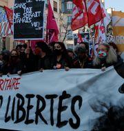 Bild från demonstration i Paris.  Francois Mori / TT NYHETSBYRÅN