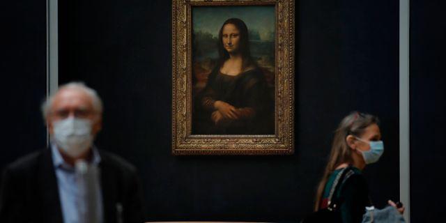 Journalister på Louvren i juni. Christophe Ena / TT NYHETSBYRÅN