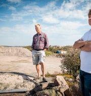 Joel Oresten, styrelseordförande och Claes Lundgren, verksamhetschef på Renahav som under flera år väntat på besked om att få bygga en laxodling på land, i anslutning till sin biogasanläggning och reningsverk. Jonas Lindstedt/TT / TT NYHETSBYRÅN