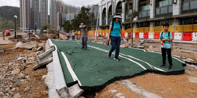 Bild från Hongkong efter tyfonen Mangkhut. Tyrone Siu / TT NYHETSBYRÅN