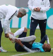 Mbappé gråter illa efter en duell.  David Vincent / TT / NTB Scanpix