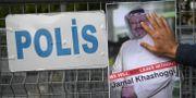 En bild på Jamal Khashoggi utanför konsulatet där han mördades. OZAN KOSE / AFP