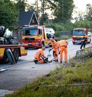 En dog och två skadades när en polisbil under utryckning krockat med en mopedbil i Täby. Naina Helén Jåma/TT / TT NYHETSBYRÅN