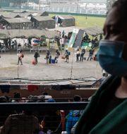 Människor i Manila köar för att testa sig. Bilden tagen 28 juli. Aaron Favila / TT NYHETSBYRÅN