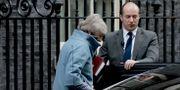 Theresa May på väg in i en bil utanför Downing Street på onsdagen.  Matt Dunham / TT NYHETSBYRÅN