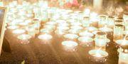 Ljus vid minnesstunden vid pojkens skola under måndagen. Erik Simander/TT / TT NYHETSBYRÅN