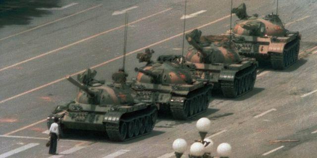 Bild från protesterna på Himmelska fridens torg 1989 Jeff Widener / TT NYHETSBYRÅN/ NTB Scanpix