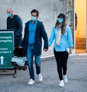 Prins Carl Philip och prinsessan Sofia lämnar förlossningen vid Danderyds sjukhus Pontus Lundahl/TT / TT NYHETSBYRÅN