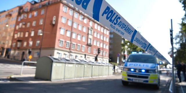 Polisavspärrning på Norr Mälarstrand i Stockholm i samband med skjutningen av advokaten Henrik Olsson-Lilja. Pontus Lundahl/TT / TT NYHETSBYRÅN