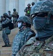 Bilder från gårdagens stormning av Kapitolium/polisen vid Kapitolium under sommarens Black lives matter-protester. TT