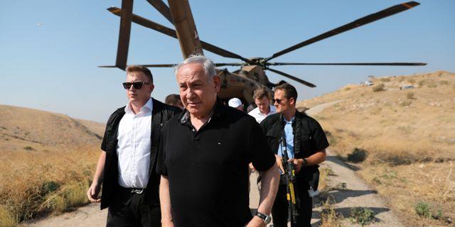 Netanyahu på plats i Jordandalen. POOL / TT NYHETSBYRÅN