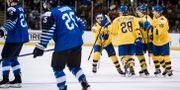 Sveriges spelare jublar efter 1–0-målet.  Erik Simander/TT / TT NYHETSBYRÅN