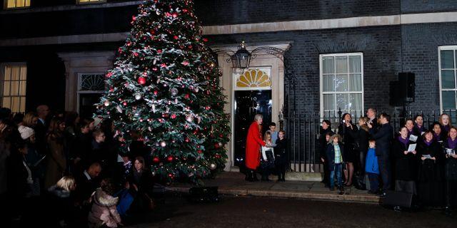 Boris Johnsons företrädare Theresa May utanför 10 Downing Street.  Frank Augstein / TT NYHETSBYRÅN
