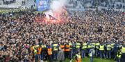 Djurgårdens fans efter guldmatchen.  Stefan Jerrevång/TT / TT NYHETSBYRÅN