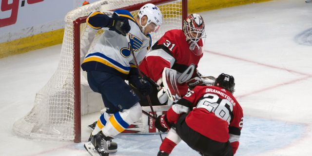 Svenska Erik Brännström försvarar Ottawa Senators mål. Marc DesRosiers / TT NYHETSBYRÅN
