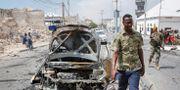 Vraket efter en bilbomb i Mogadishu den 8 januari. Farah Abdi Warsameh / TT NYHETSBYRÅN