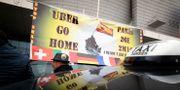 Arkivbild: Taxichaufförer demonstrerade mot Uber  januari förra året.  Christophe Ena / TT / NTB Scanpix