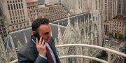 Advokaten Adam Slater, som representerar flera offer för övergrepp inom kyrkan, utanför St Patrick-katedralen i New York. Bebeto Matthews / TT NYHETSBYRÅN