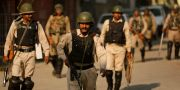 Indiska paramilitära trupper i Srinagar i den indiska delen av Kashmir.  Mukhtar Khan / TT NYHETSBYRÅN