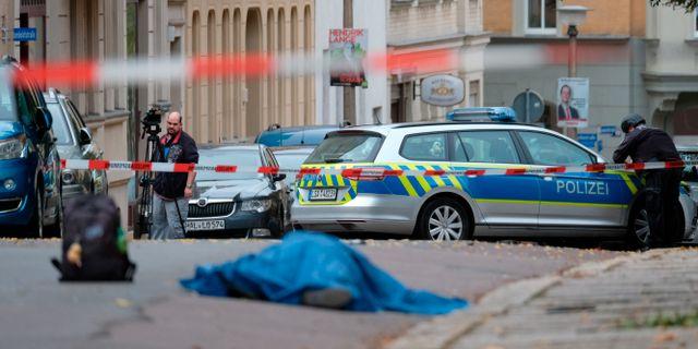 Polisen på platsen.  Sebastian Willnow / TT NYHETSBYRÅN