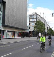 Människor på Oxford Street i London. JUSTIN TALLIS / TT NYHETSBYRÅN
