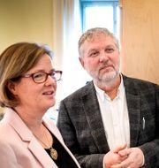 Peter Eriksson (MP) och Sidas gd Carin Jämtin. Pontus Lundahl/TT / TT NYHETSBYRÅN