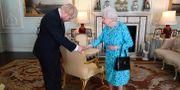 Boris Johnson och drottning Elizabeth i Buckingham Palace. POOL / TT NYHETSBYRÅN