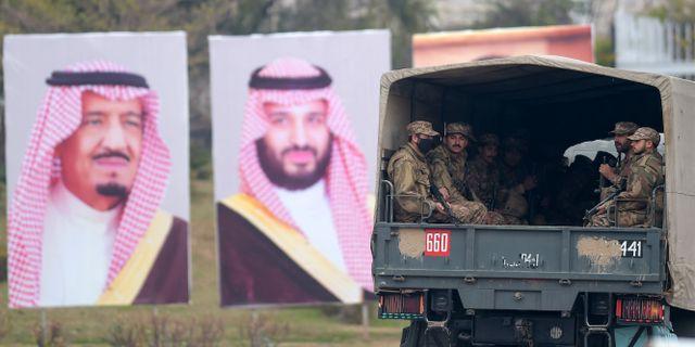 Affischer på Saudiarabiens kung Salman och Mohammed bin Salman i Islamabad. AAMIR QURESHI / AFP
