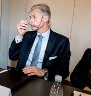 Thomas Borgen tillsammans med ordförande och vice ordförande, Ole Andersen och Carol Sergeant, 2018. Mads Claus Rasmussen / TT NYHETSBYRÅN