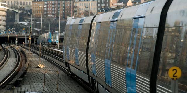 Tunnelbanan vid bron mot Gamla stan. Hasse Holmberg
