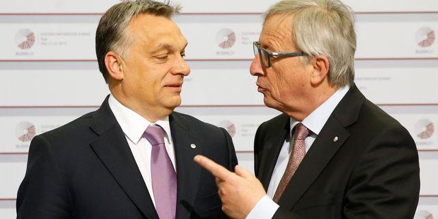 Viktor Orbán och Jean-Claude Juncker tillsammans under 2015. Mindaugas Kulbis / TT NYHETSBYRÅN