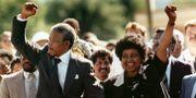 Nelson Mandela och Winnie Mandela efter frigivningen 1990 Greg English / TT / NTB Scanpix