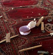 En blodig hatt efter explosionen i moskén. Rahmat Gul / TT NYHETSBYRÅN