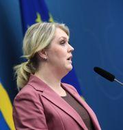 Lena Hallengren och Emma Spak.  Fredrik Sandberg/TT / TT NYHETSBYRÅN