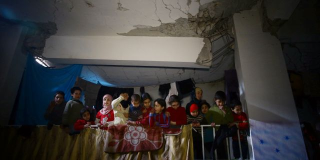 Barn i skyddsrum i östra Ghouta. BASSAM KHABIEH / TT NYHETSBYRÅN