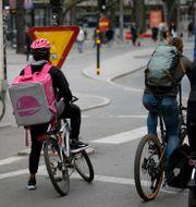 Matleverans med cykelbud från Foodora.  Janerik Henriksson/TT / TT NYHETSBYRÅN